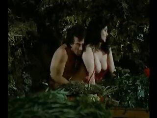Hermosa dama rubia se mima con un peliculas porno con subtitulos en español consolador
