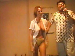 Pelirroja tetona acaricia incesto sub español su entrepierna