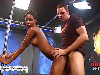 Selena Castro recibe videos xxx subtitulados al español una BBC