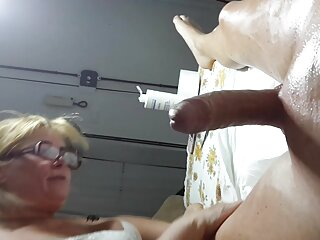 La niña tiene porno en español sub el pecho de vaca