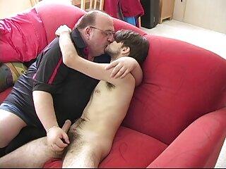 Joven jugando en el sofá peliculas hentay sub español
