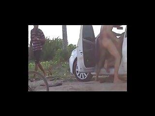 Gina Valentina sirve a un perro en videos porno subtitulados en español gratis una habitación de hotel