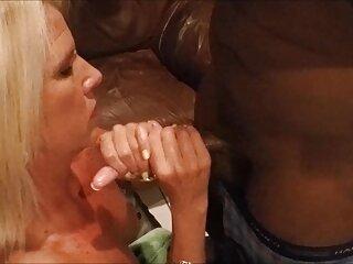 Acariciando subtitulado en español porno en un sofá de cuero