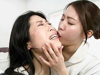 Pre-entrenamiento antes del porno hentai en sub español anal