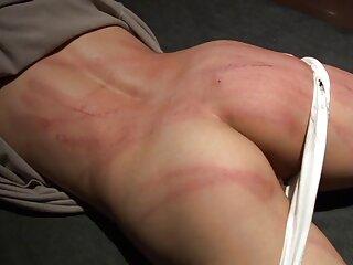 Morena hentai porno subtitulado en silla se masturba