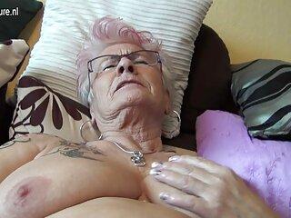 Masturbación videos xxx con subtitulos de cabello castaño en cámara
