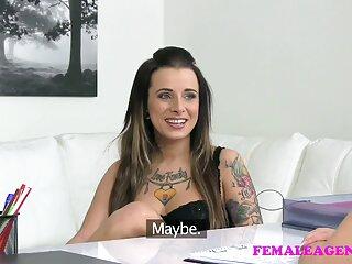 La madre e hijo subtitulado en español tetona Lisa Ann se divierte con un jovencito