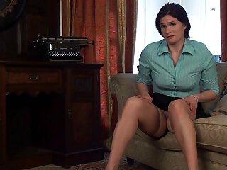 Joanna Angel enmarcó sus porbo subtitulado agujeros