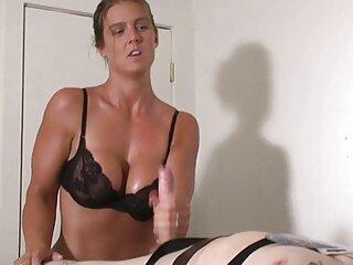 Preciosa morena se masturba ante hentai subtitulos español la cámara
