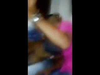 Morena de rodillas videos porno subtitulados lamiendo