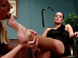 Rubia sensual disfruta de kendra lust sub español un gangbang sofisticado